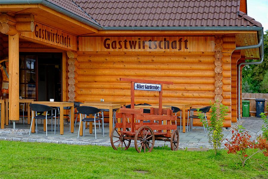 Terrassenansicht vom Blockhaus Boldekow